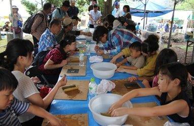 写真:化石発掘体験<原人村>